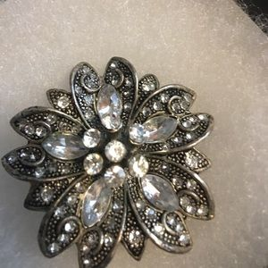 Jewelry - Silver white crystal brooch